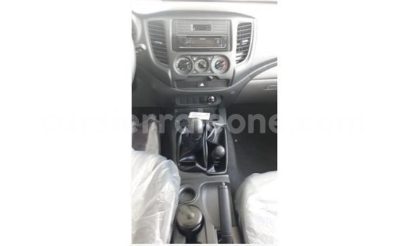 Buy Import Mitsubishi L200 White Car in Import - Dubai in Kailahun