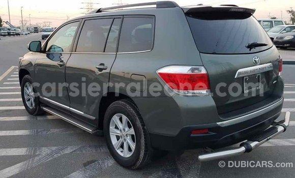 Buy Import Toyota Highlander Green Car in Import - Dubai in Kailahun