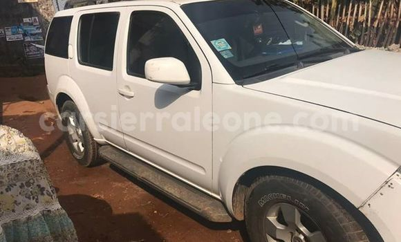 Buy Used Nissan Xterra White Car in Freetown in Western Urban