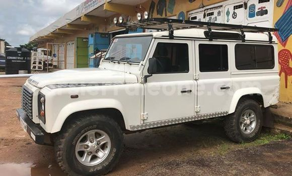 Buy Used Land Rover Defender White Car in Makeni in Bombali